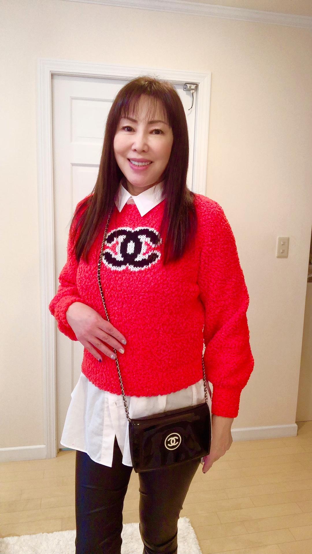 赤のもこもこセーター♪