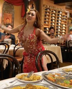 ベリーダンス見ながらのモロッコ料理