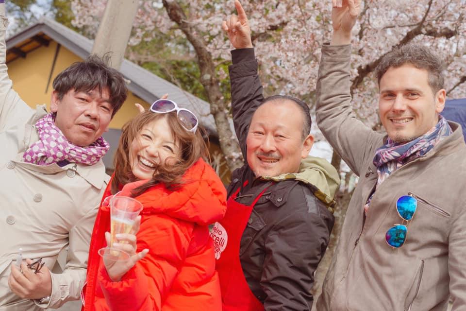 イタリアンマフィアも、昭和の遊び人も、宇宙人も…みんな集まれ「お寺で花見大会」