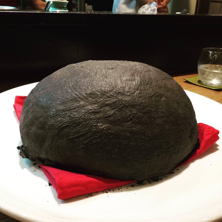 石…じゃないです!2日かけて作る極上の乞食鶏を大阪の中国菜「火の鳥」で