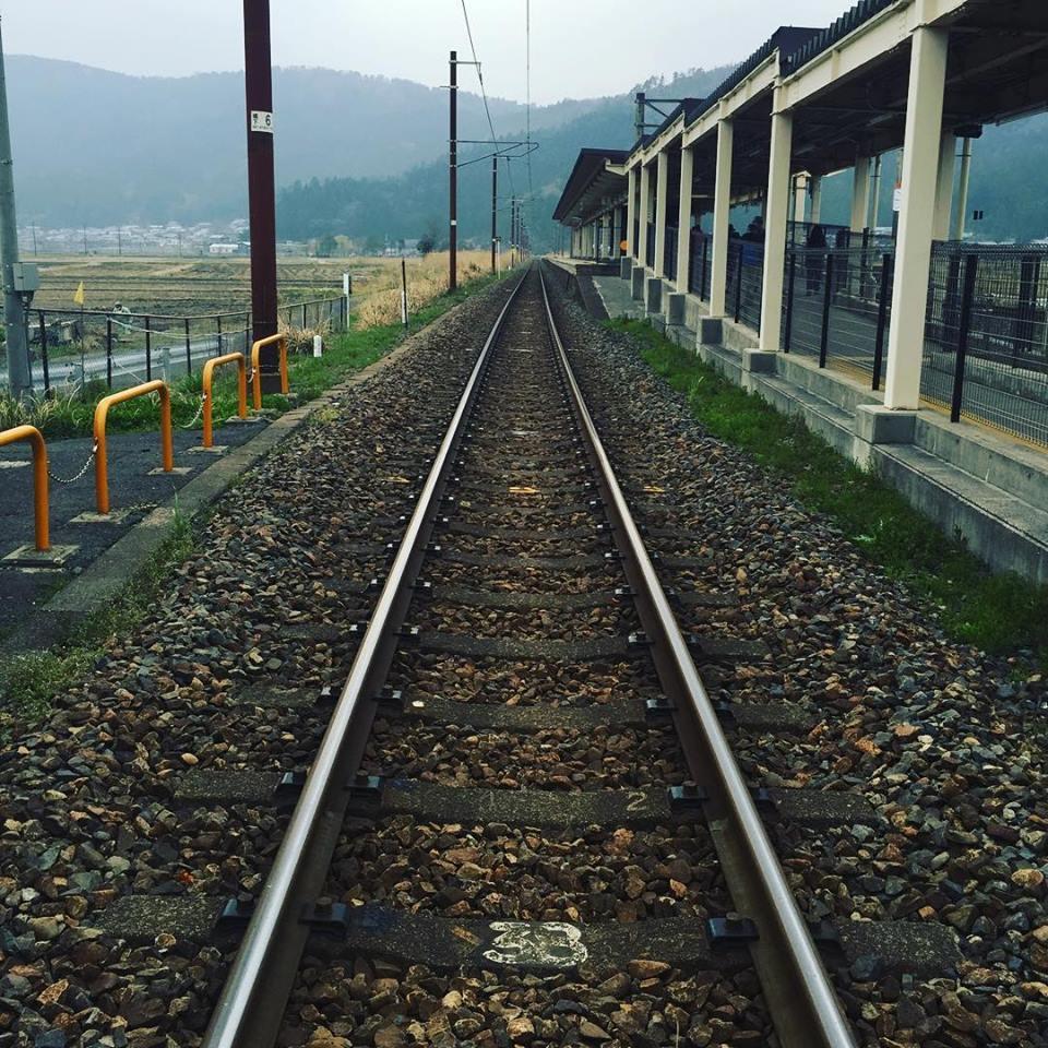 永遠に続くまっすぐ伸びた線路。余呉駅に来ると必ずこの写真を撮りたくなる
