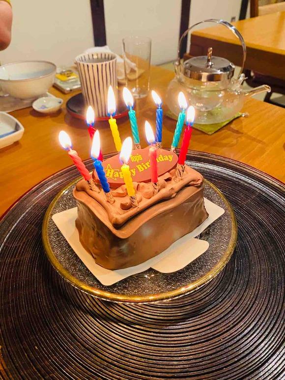 新しい生活様式では誕生日ケーキは2つ!ロウソクは1人用のケーキに立ててね