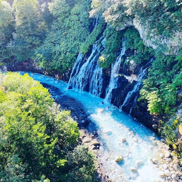 富良野の絶景ポイント「青い池」はなぜ青い?の秘密・・・
