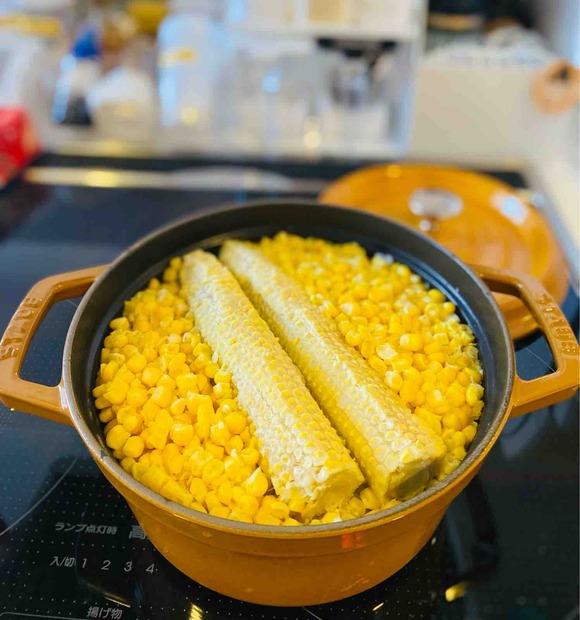 ヤングコーンの季節の後はストウブで炊く「とうもろこしご飯」