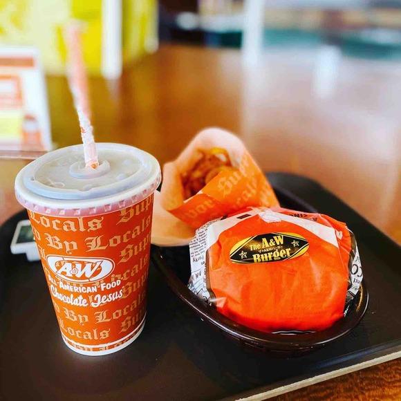日本初のファストフード店・オールアメリカンフード 「A&W レストラン」牧港店