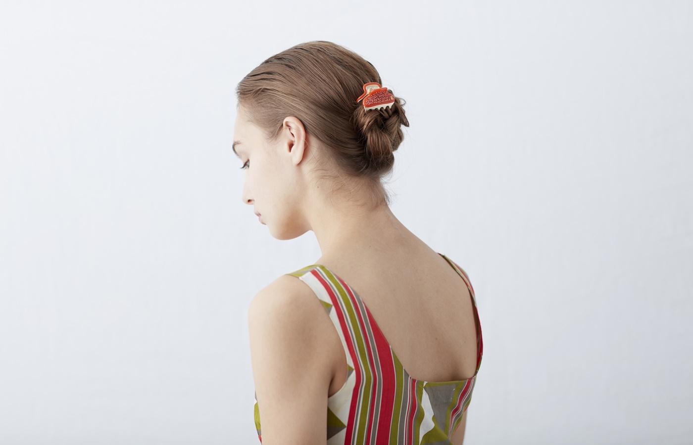 髪はエレガントにまとめたい。〈アレクサンドル ドゥ パリ〉のおすすめヘアアクセ3