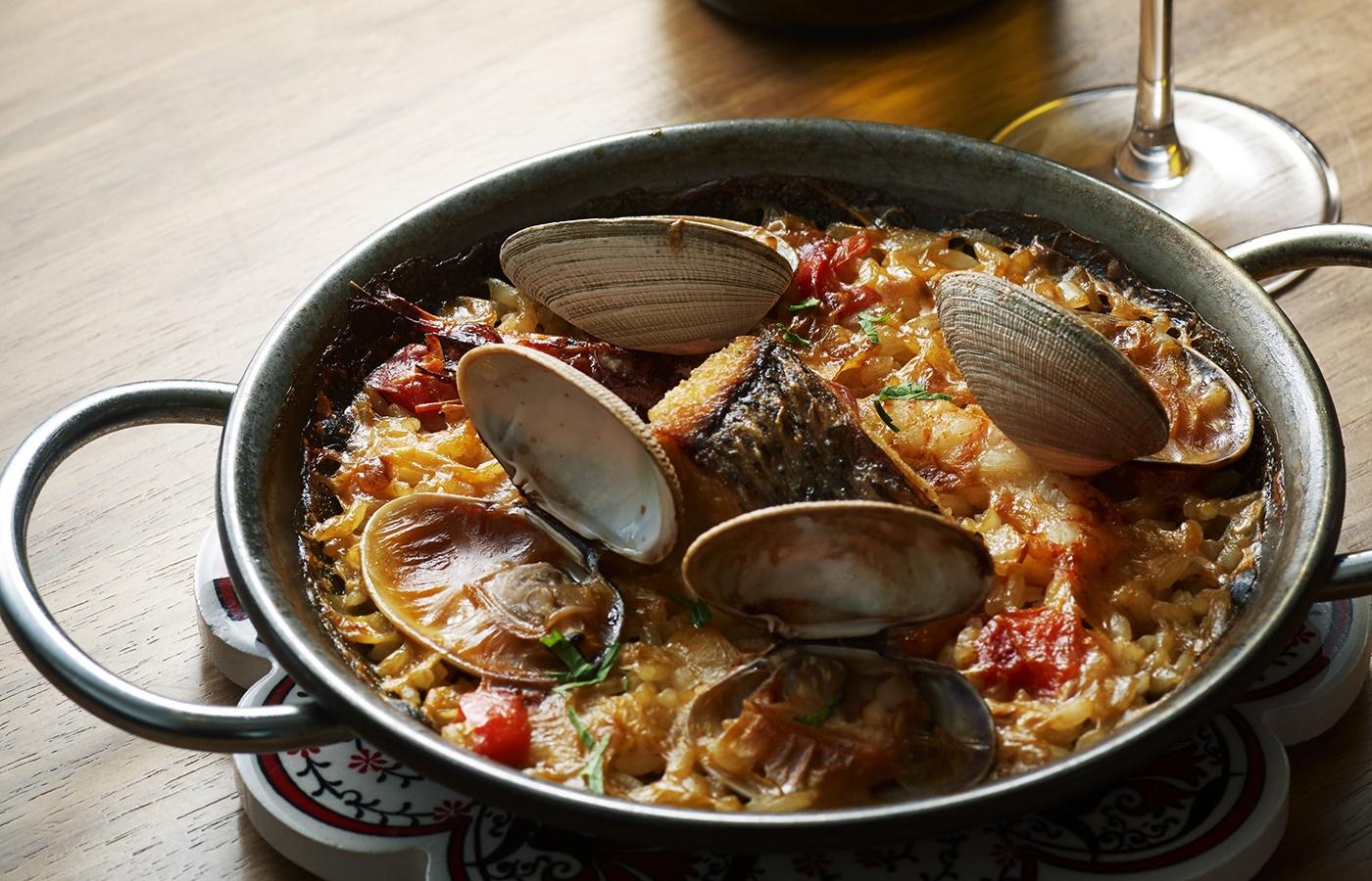 スペイン各地の郷土料理を楽しめる、四間道のスパニッシュ「コメドールキト」
