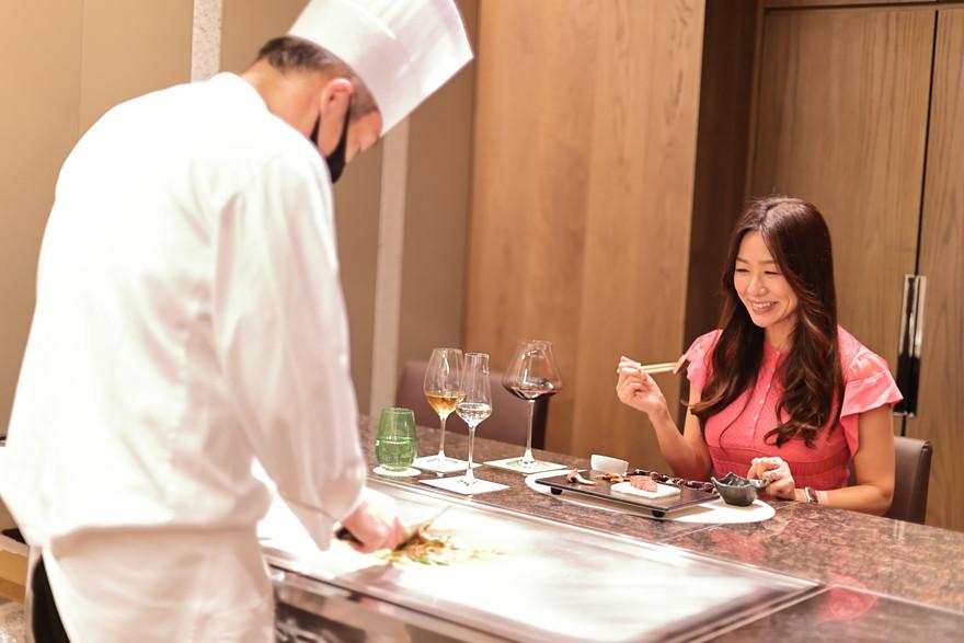 極上空間で味わう至福の時間がコンセプトの「鉄板焼き 団居」。お肉のおいしさは名古屋随一!